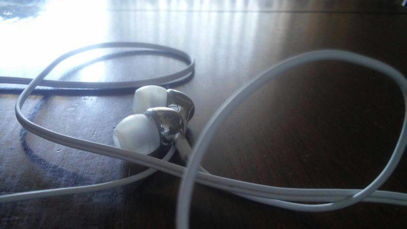 Philips SHE3700BK Cuffie Auricolari recensione 820x461 - Philips SHE3700BK Cuffie Auricolari - opinione e recensione